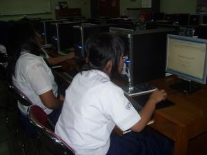 siswa SMP Labschool Jakarta belajar membuat blog