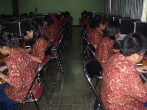 siswa Labschool belajar komputer