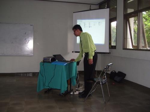 Presentasi pak Eko Pemenang LKGDP 2008 bid. Studi TIK