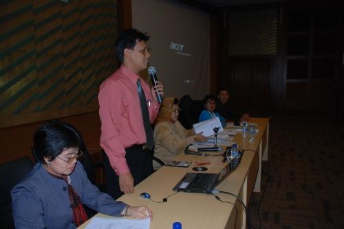 Para pemenang Mempresentasikan Karya Tulisnya di Forum Ilmiah Guru