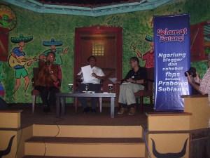 Dialog dgn PS yg dimoderatori Ndoro Kakung dan Notulis Uda Iwan