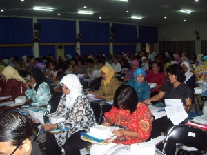 Peserta Seminar peningkatan Mutu guru di Pps UNJ