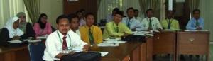 Para Guru dari MI sedang mendengarkan presentasi dari pembicara PTK