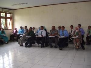 Peserta sedang mendengarkan materi PTK