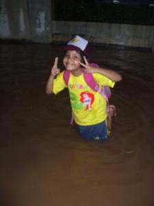 Anakku Justru Bergembira adanya banjir