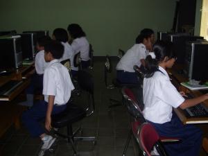 Praktek Komputer di SMP Labschool Jakarta