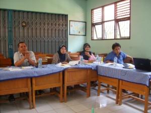 Para guru Antusias Mendengarkan materi PTK